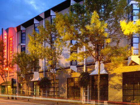 Hotels Near University Of Washington >> University Inn Seattle Wa Staypineapple