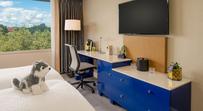 Work desk area in the Metropolitan King guestroom